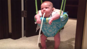 Ребенок много срыгивает в 1 месяц