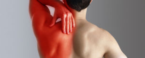Боль в спине при глотании еды отдающая в руку