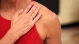 Отлежала руку, болит в области ключици и плечо, трудно поднять