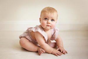 Ребенок в 7 месяцев не садится и не лепечет