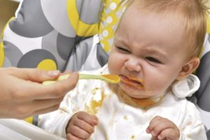 Ребенок отказывается от смеси