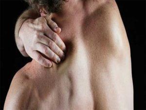 Боль в правой лопатке при движении рукой