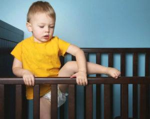 Почему падает ребенок