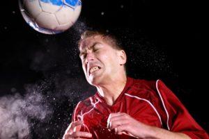 Удар мячом по голове