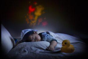 Ребенок плакал и дрожал ночью