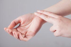 Тревога, высокий пульс, щекотка в левой руке
