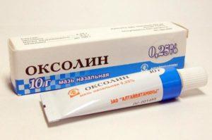 Оксолин 3% попал в глаза