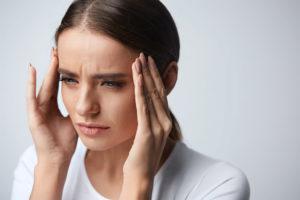 Пульсирующая головная боль и дрожь в руках