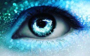 Мелькают голубые огоньки в глазах