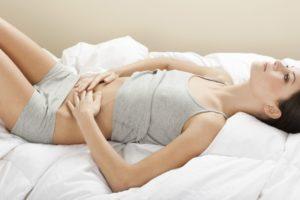 Боль в правом боку при менструации