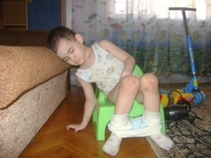 Ребёнок какает в трусики