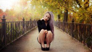 Неудачно присела на корточки, что то с ногой.