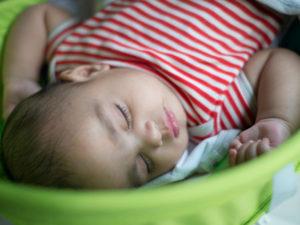 Грудной ребенок много спит и мало ест