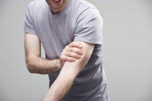 Боль в области бицепса