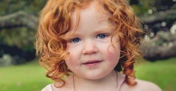 Рыжие родители, может быть ребенок с темными волосами